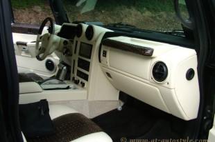 Hummer H2 interior-11
