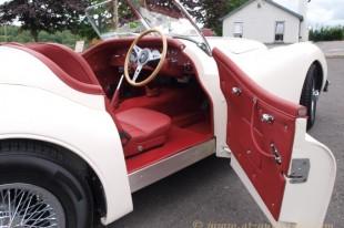 Jaguar-XK140-roadster-interior